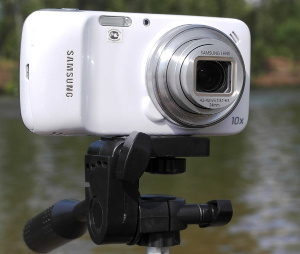 Samsung Galaxy S4 zoom.